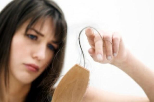 Lavar el aceite de ricino de los cabellos las revocaciones