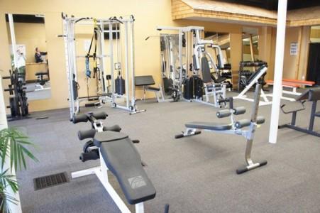 Aparatos o maquinas m s comunes en un gimnasio for Gimnasio por horas