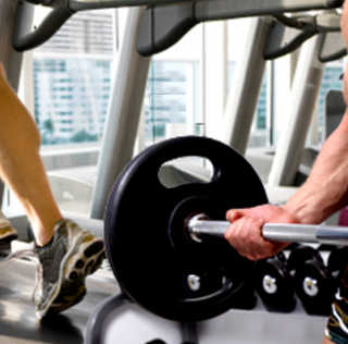 ¿Se queman más grasas al realizar cardio después de las pesas?