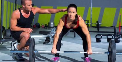 Mujeres entrenamiento con pesas