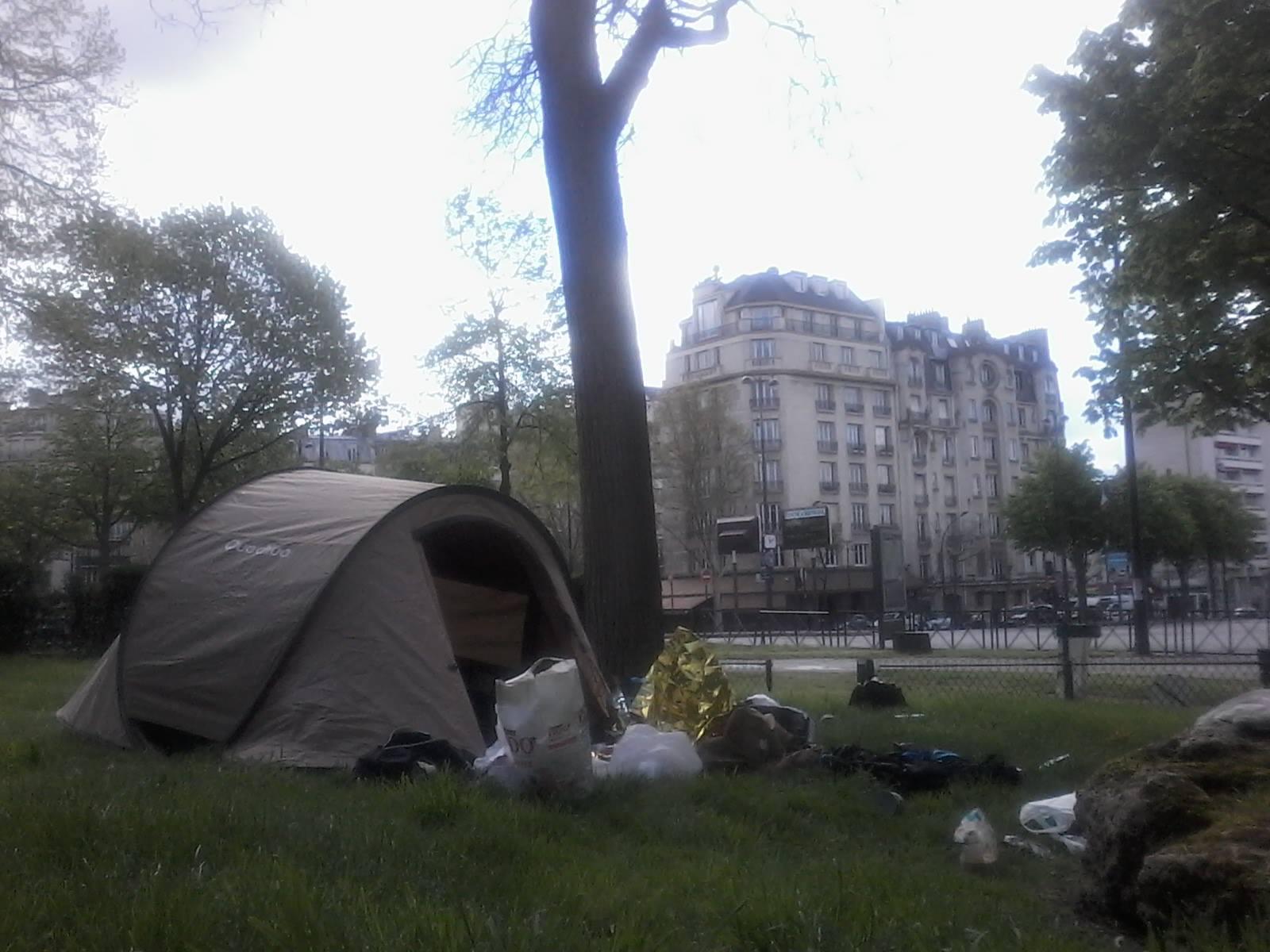 Jacques Sayagh acampando