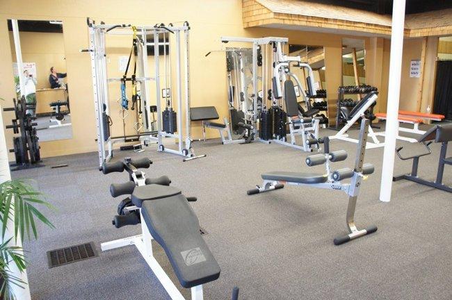Aparatos o maquinas m s comunes en un gimnasio for Gimnacio o gimnasio