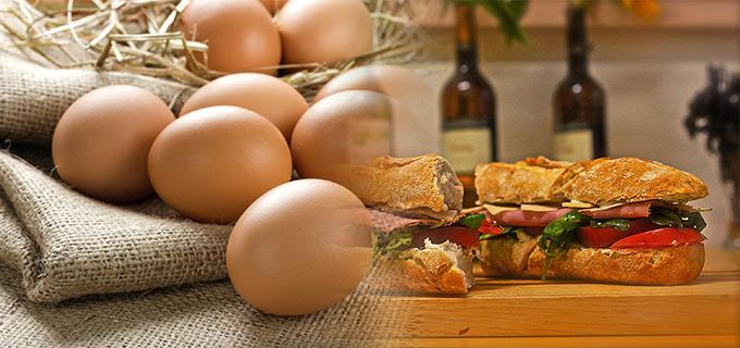 huevos y sandwich